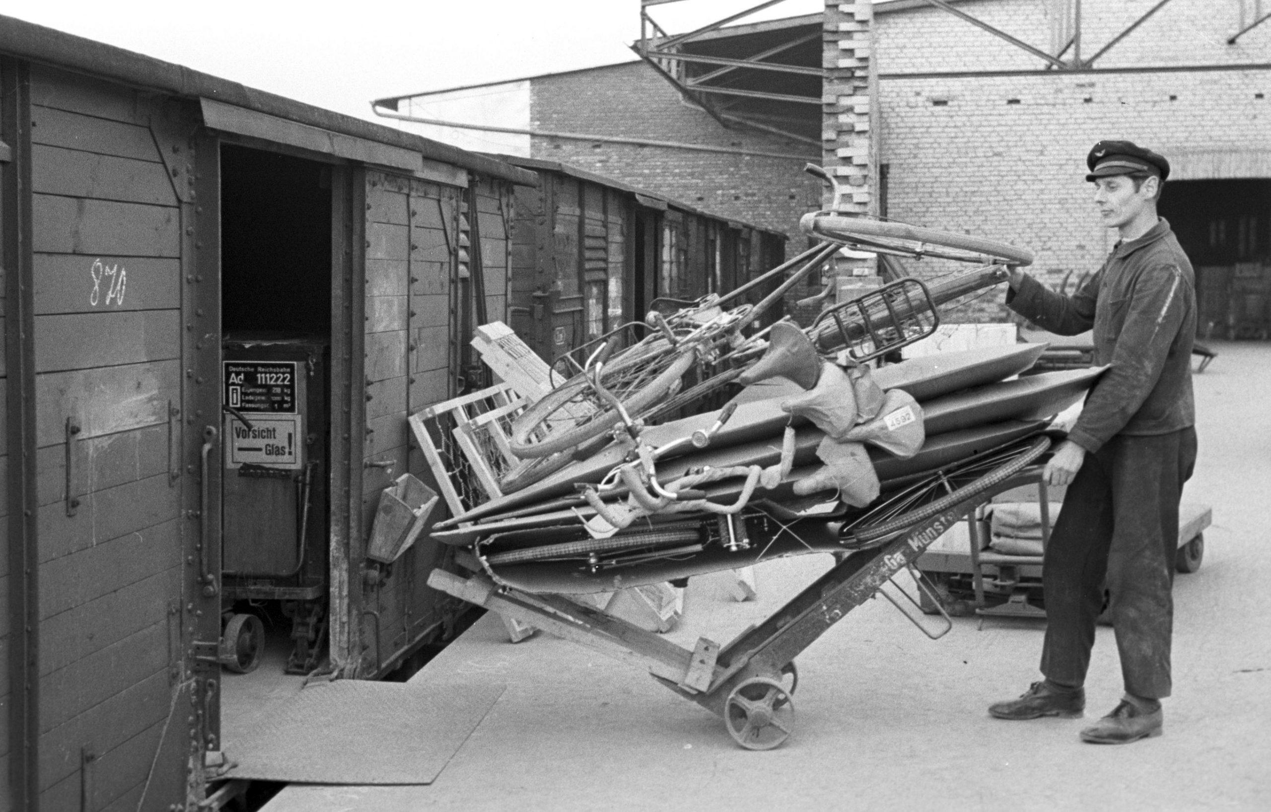 You are currently viewing Fotografien mehrerer Bundesbahndirektionen im Eisenbahnmuseum Bochum