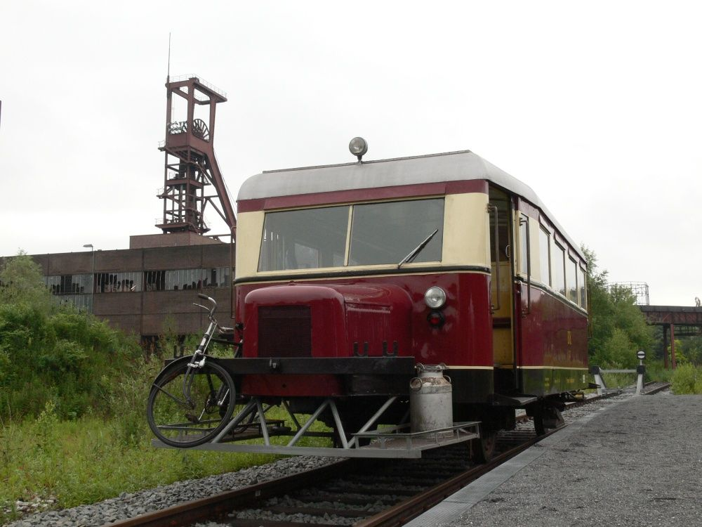 T2 am Bahnsteig Zollverein (E-Katernberg) 7 6 096 Ftg Thomas Hoog